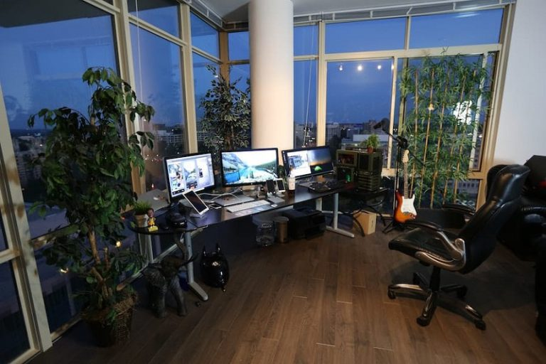 Minimalist Home Office Ideas to Help Get You More Productive